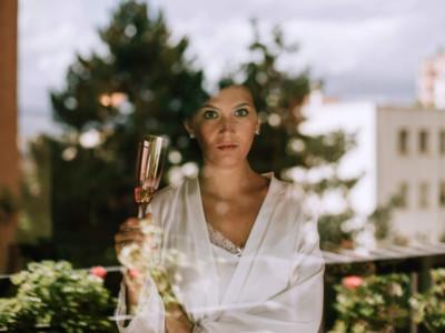retrato a la novia con copa de cava