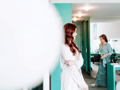novia en su habitación