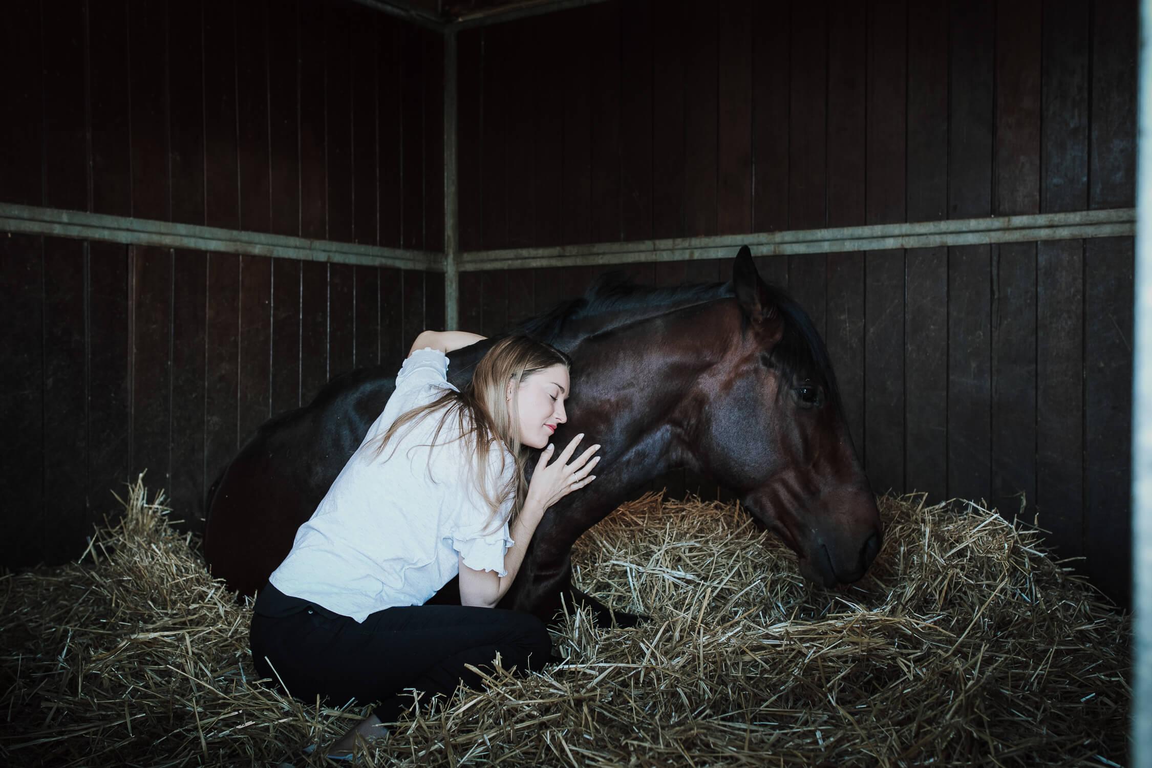 novia con su caballo
