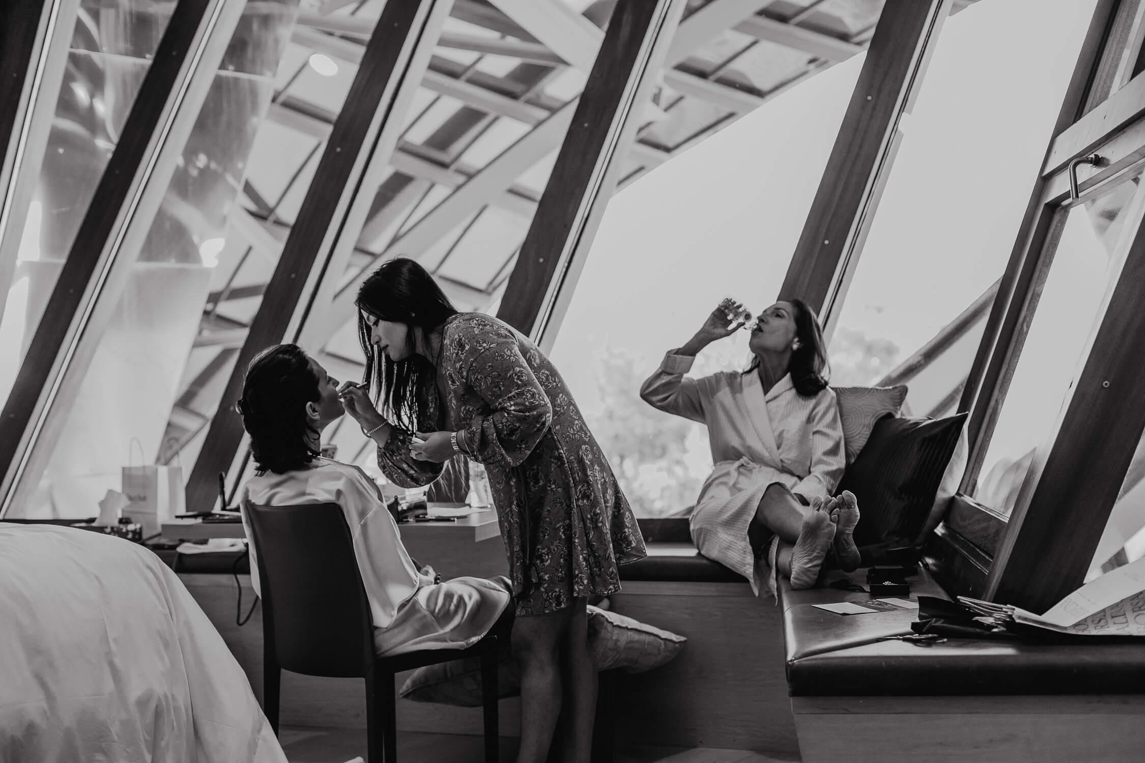 preparativos de la novia en el hotel marques de riscal