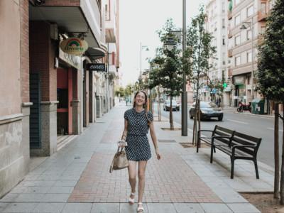 novia caminando por la calle